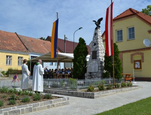 Segnung des renovierten Kriegerdenkmales